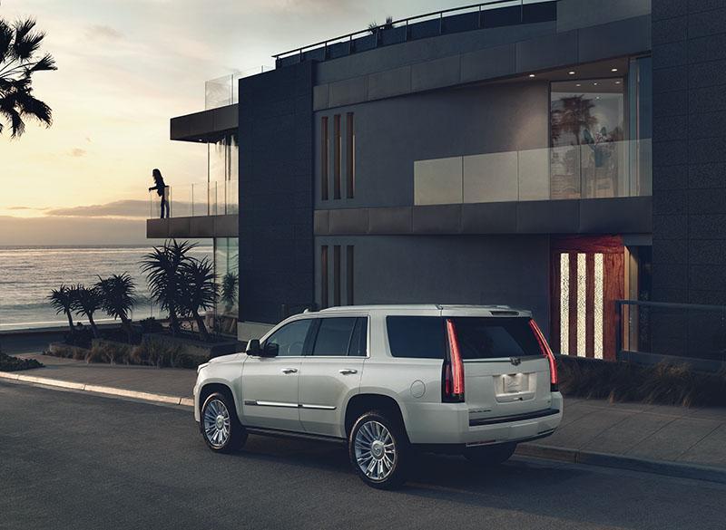 2017-Cadillac-Escalade-004.jpg