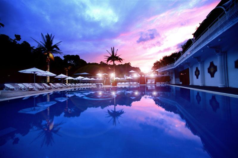 resort_170704_new_otani_pool (1).jpg