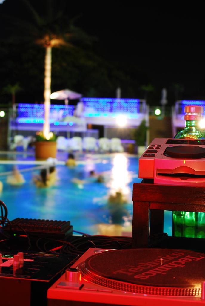 resort_170704_new_otani_pool (2).jpg