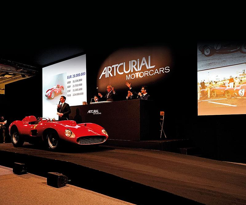 FERRARI 335S SCAGLIETTI, PROVENANT DE LA COLLECTION BARDINON, AUCTION ROOM, WORLD RECORD FOR A CAR - © ARTCURIAL.jpg