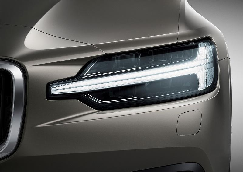 223542_New_Volvo_V60_exterior.jpg