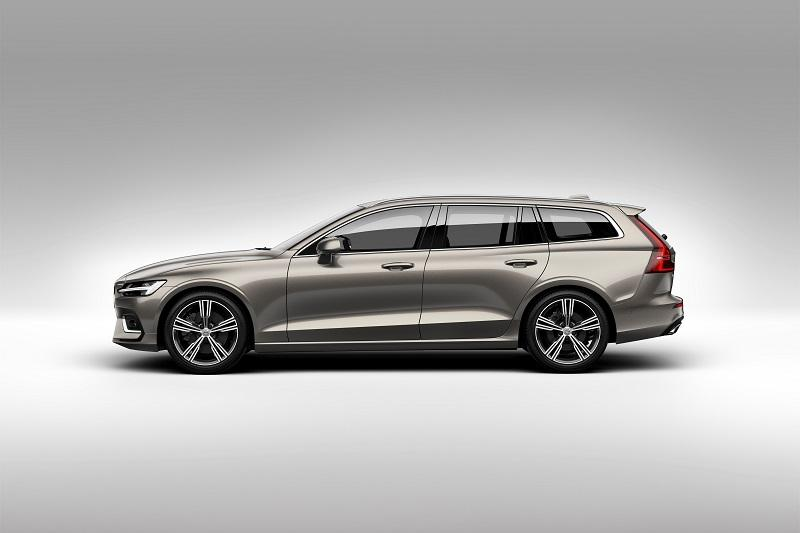 223559_New_Volvo_V60_exterior.jpg