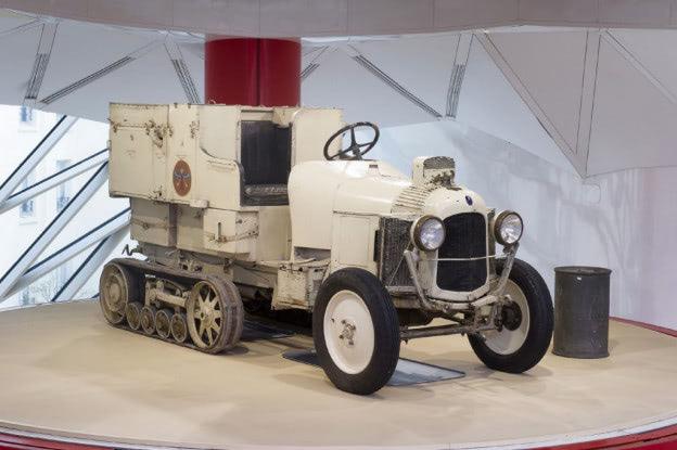 1922年にサハラ砂漠を走破したシトロエンのハーフトラックが再び姿を ...